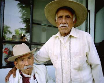 Reunión de Zapatistas. Mauricio Ramírez Cerón y Felipe Ramos Vargas. Veteranos del Ejército Libertador del Sur. Ambos entrevistados por Francesco Taboada Tabone para el documental Los Últimos Los Ultimos Zapatistas. foto: Sarah Perrig.